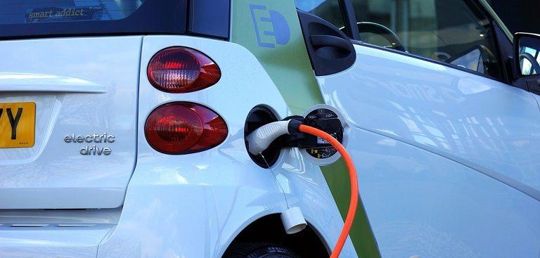 Bonitete za uporabo osebnega vozila za privatne namene za električna vozila